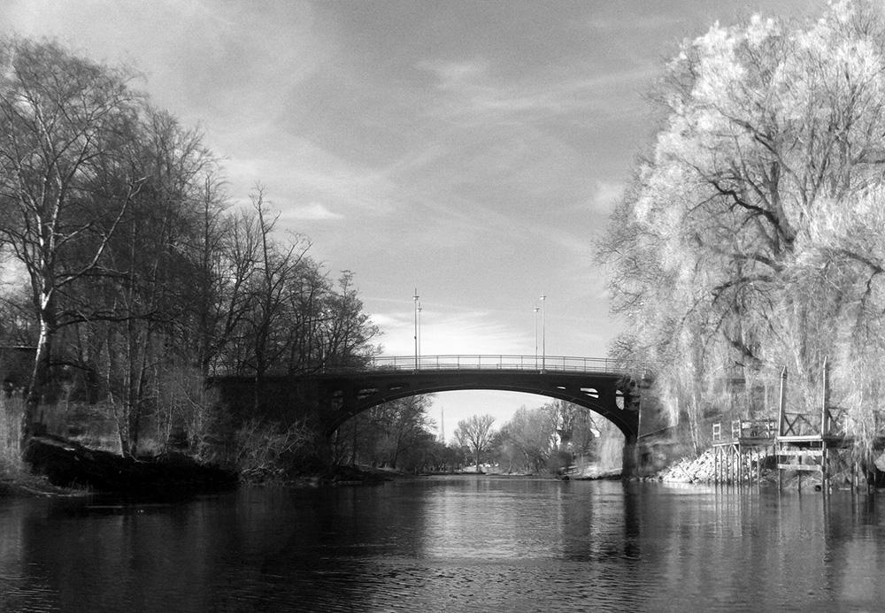 Bro över å
